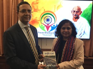 Archana Painuly presenting her new novel Highway E47 to the Ambassador Ajit Gupte on PBD 2018_Denmark